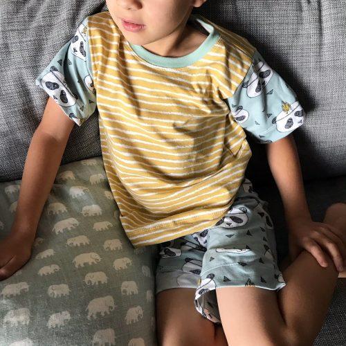 """a0fd4a80da4a Härliga indianpandor till 6-åringen. Korta ben och kortärmat, strl 116. En  kväll säger han """"Kan vi sy en pyjamas till mig?"""" Varför inte?"""